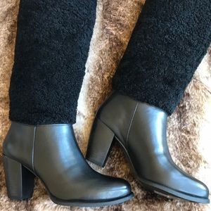 Beautiful UGG Exposed Fur Boots